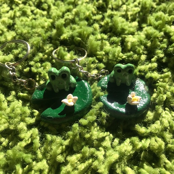 Frog on a lilly pad keychain